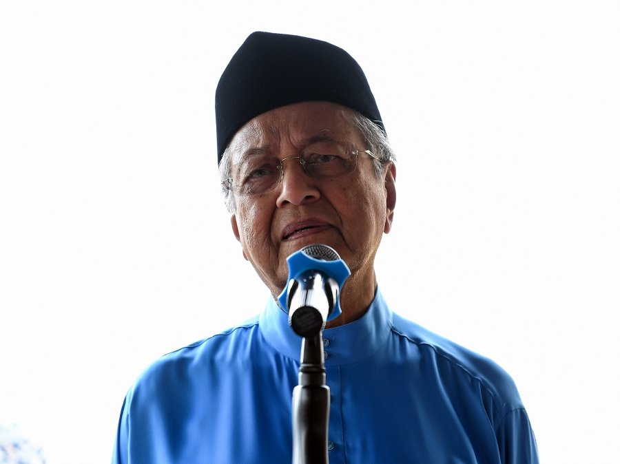 The prime minister said apart from the Jawi calligraphy or khat issue, the group had also protested against the setting up of Vision School (Sekolah Wawasan) for fear of Chinese students mixing with other races.-Bernama