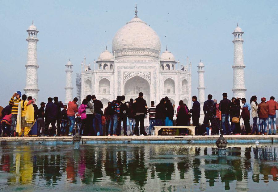 India Limits Visitors To Save Taj Mahal New Straits