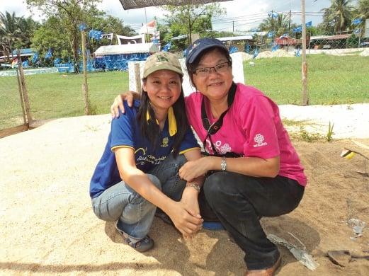 Pelf and her No. 1 supporter, volunteer and fan — her Mum.