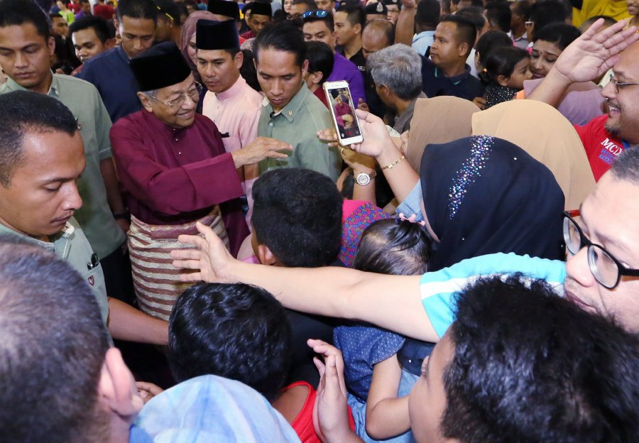 Prime Minister Tun Dr Mahathir Mohamad said the decision to maintain the island's status as such will serve as attraction for local and foreign tourists to visit Langkawi. Pic by NSTP/AMRAN HAMID