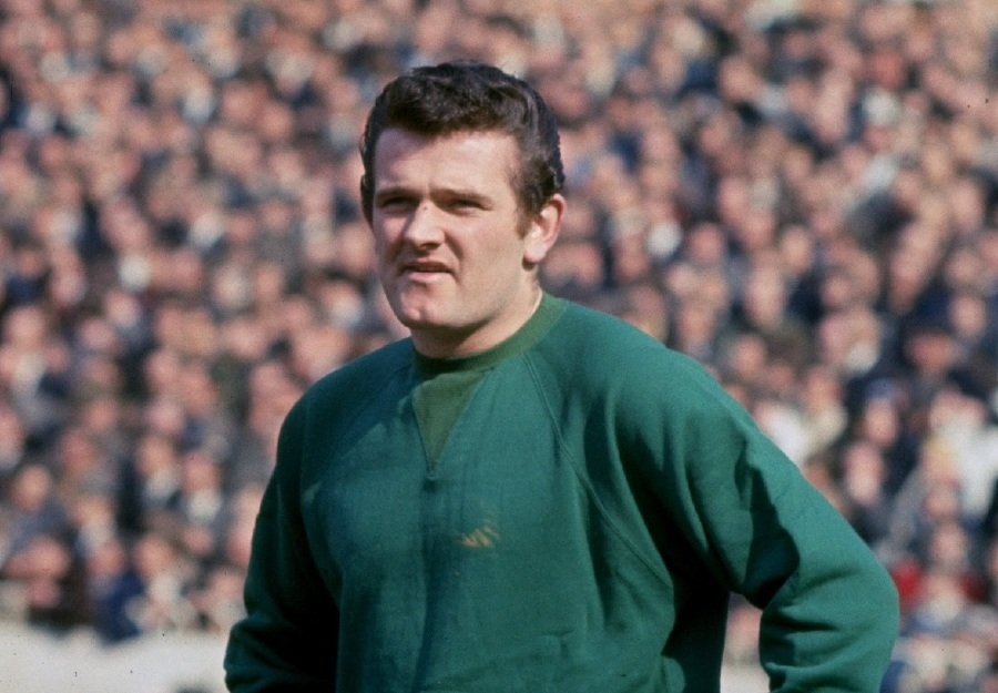 Tommy Lawrence, former Liverpool goalkeeper, dies aged 77