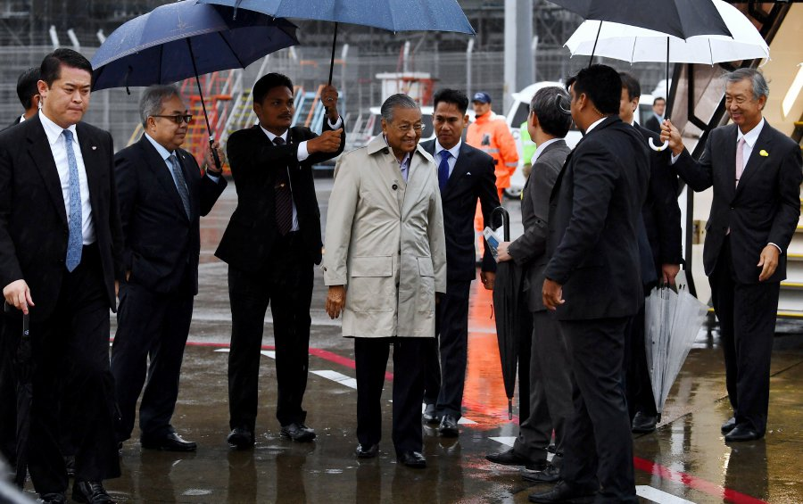 Umno has taken a dig at Prime Minister Tun Dr Mahathir Mohamad's trip to Japan, besides questioning if the government was facing internal bickering in filling the Foreign Minister and several other ministrial posts. — fotoBERNAMA (2018) HAK CIPTA TERPELIHARA