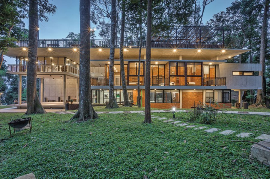 PAM Awards 2017 Building of The Year went to Twinkle Villa by C.Y. Chan Architect. The villa converses eloquently with the surrounding forest and responds climatically to its surroundings. Pic courtesy of Malaysian Institute of Architects