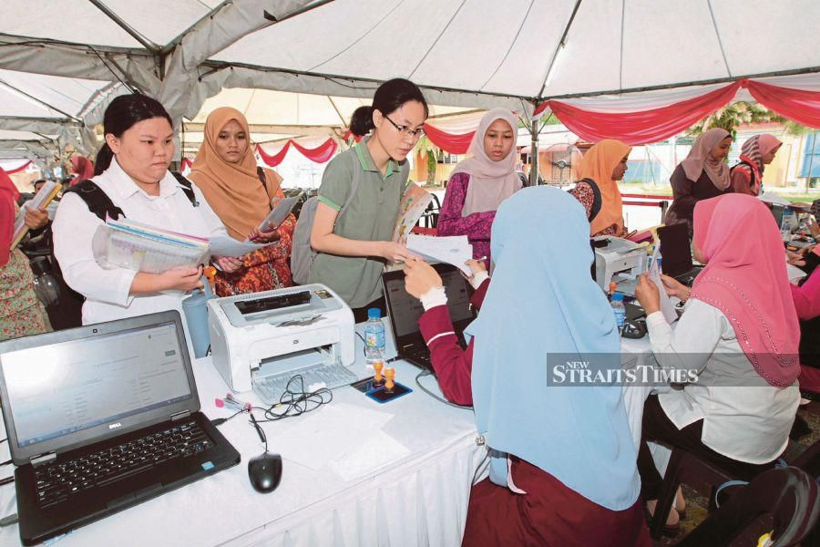 File Photo: The results of applications for admission to public tertiary education institutions will be announced on June 3, said the Higher Education Ministry.  - NSTP/SYAMSI SUHAIMI