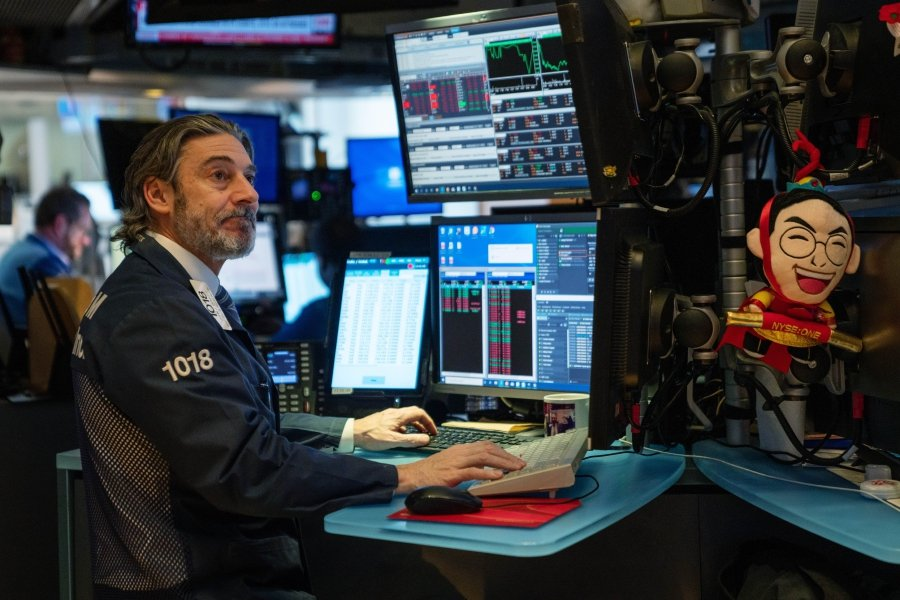 Traders working the floor of the New York Stock Exchange (NYSE) on January 31, 2020 in New York, United States. The escalating spread of the coronavirus has weakened stock markets globally and has heightened concerns of the infections spread having an impact on economic growth. David Dee Delgado/Getty Images/AFP