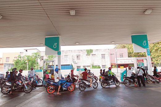 alor-star-motorcyclists-get-free-fuel-courtesy-of-city-s-umno-youth-division