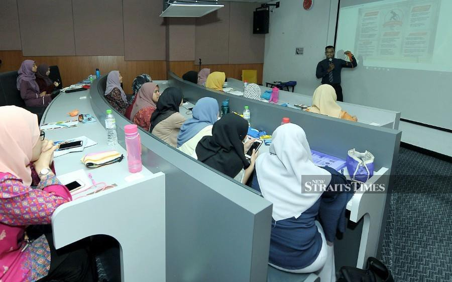 """With the implementation of Setara 2017, 74.55 per cent, or 71 out of 105 HEIs that participated in 2017, managed to achieve  ratings. Eligible HEIs can receive ratings between one and six stars — six stars being the best with its """"outstanding"""" label. - NSTP file pic"""