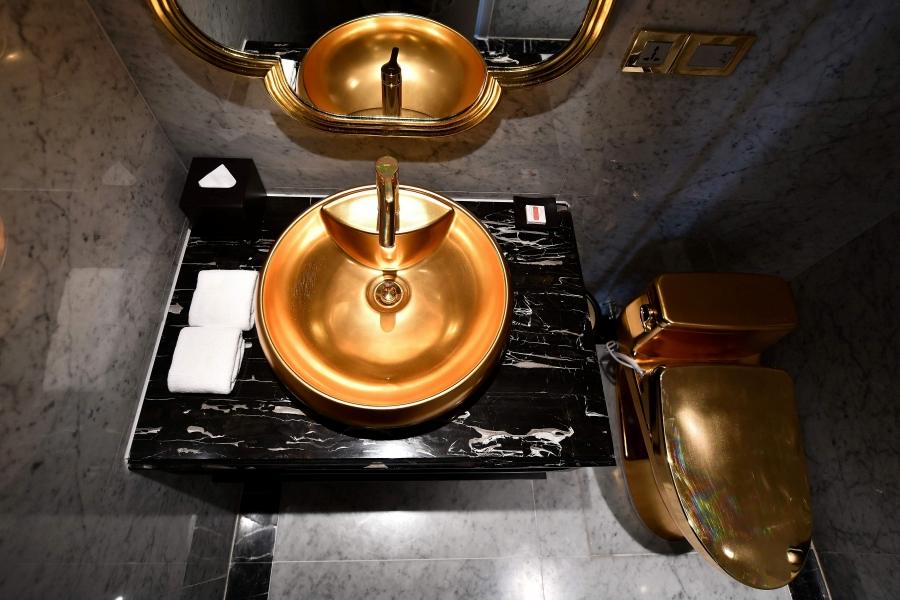 The sink and toilet bowl are seen in one of the rooms of the newly-inaugurated Dolce Hanoi Golden Lake hotel, the world's first gold-plated hotel, in Hanoi . (Photo by Manan VATSYAYANA / AFP)