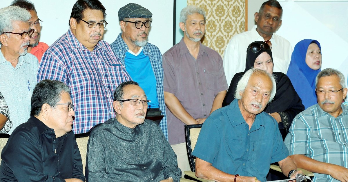 Utusan veterans shed tears over Malay daily's fate
