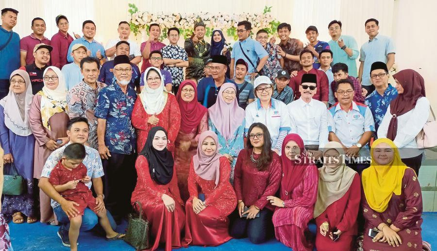 Deputy Prime Minister Datuk Seri Dr Wan Azizah Wan Ismail arrived at the wedding reception of Mohd Faridz Izzat Samat and Siti Norazlin Tiksing, after the Kimanis by-election nomination process in Beaufort, much to the delight of the couple and their guests. -NSTP/Courtesy of Awang Tengah Amin