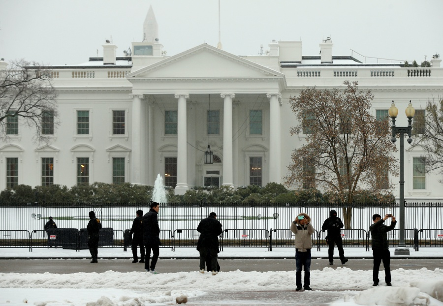 Driver detained after White House 'bomb scare'