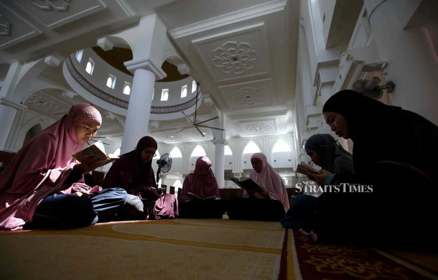 Mass Quran reading in Malaysia to mark sacred date | New Straits