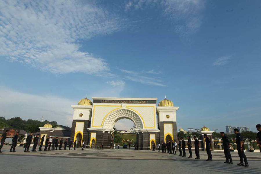 Security personnel stand guard at the entrance of Istana Negara. Pix by YAZIT RAZALI