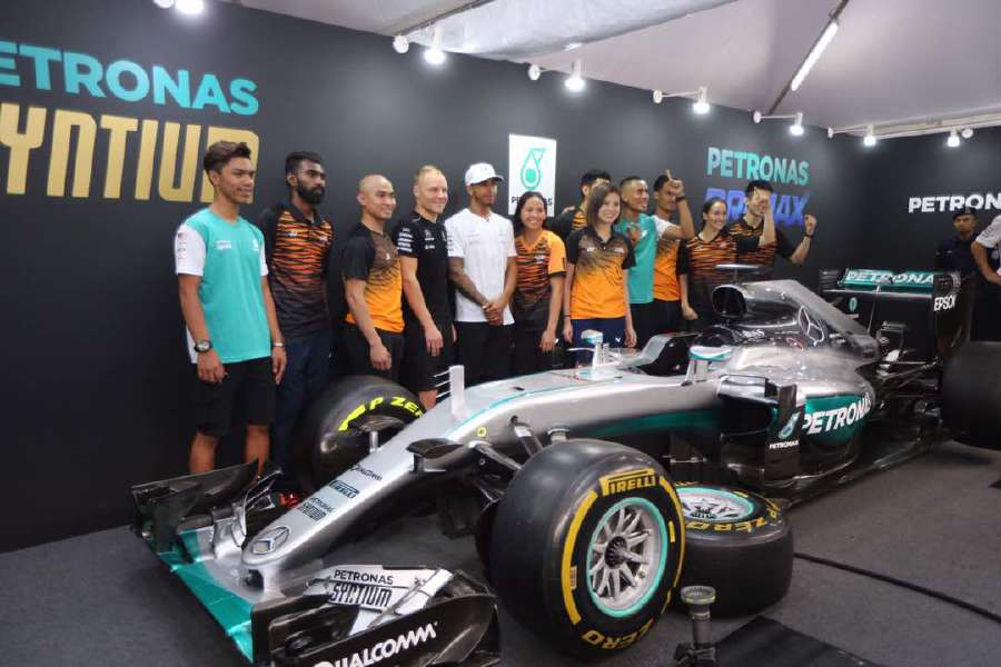 Formula One: Lewis Hamilton takes 70th pole in Malaysia