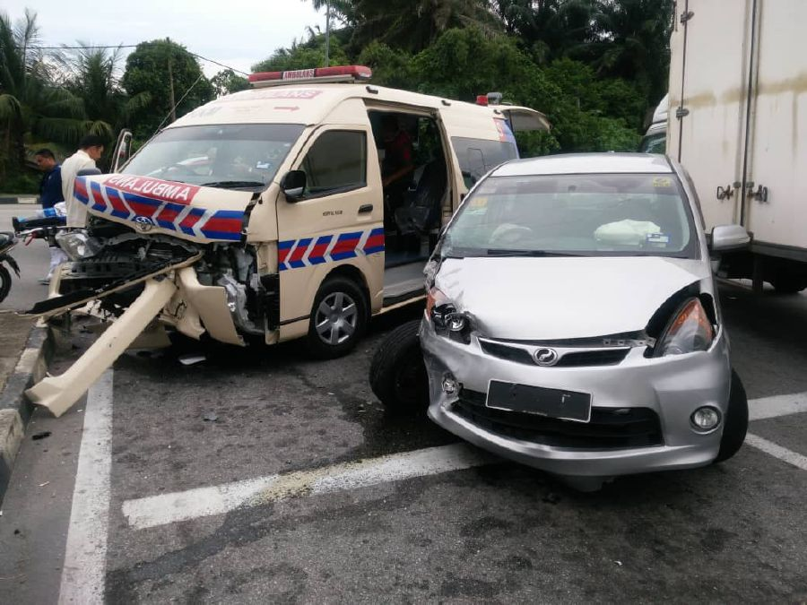 MPV fails to give way to ambulance, both collide head-on | New