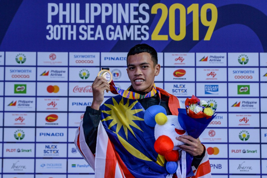 Zulfazly Zulfakar with his gold medal at Subic yesterday.
