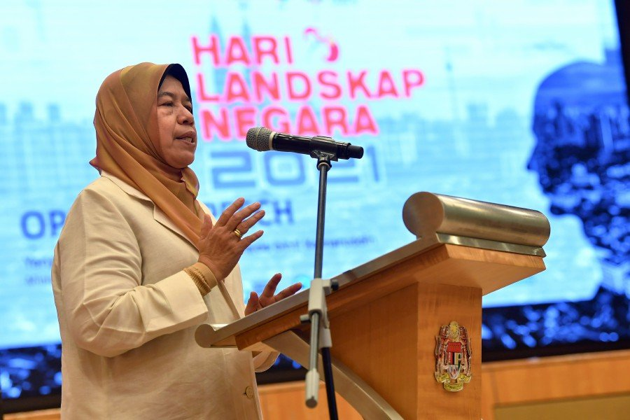 Housing and Local Government Minister Datuk Zuraida Kamaruddin says the National Council for Local Government (NCLG) has agreed to the National Digital Network (Jendela) plan in principle. - BERNAMA pic