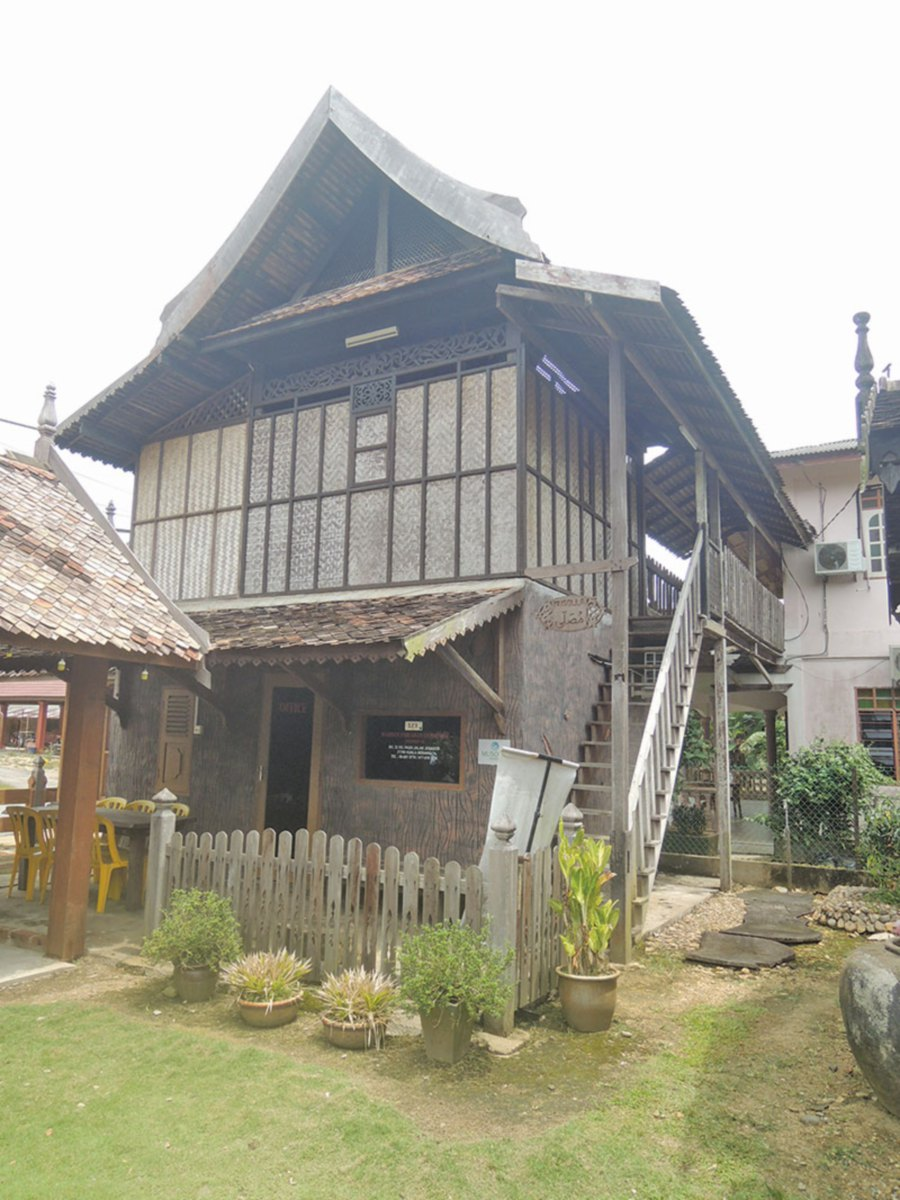 It's a memorable sojourn in the East Coast for Alan Teh Leam Seng as he meets with individuals set on conserving traditional Malay houses in Terengganu.