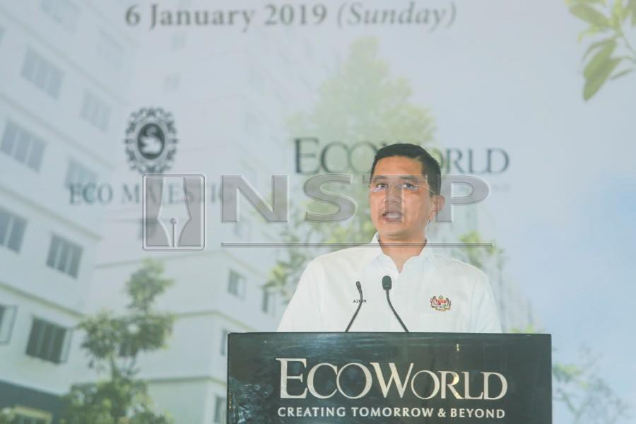"""""""Don't lah (speculate). My relationship with Hishammuddin goes way back. If you remember, I was the only opposition leader then who attended his child's wedding,"""" the Economic Affairs Minister said when met after an event in Semenyih. NSTP/ HAFIZ SOHAIMI"""