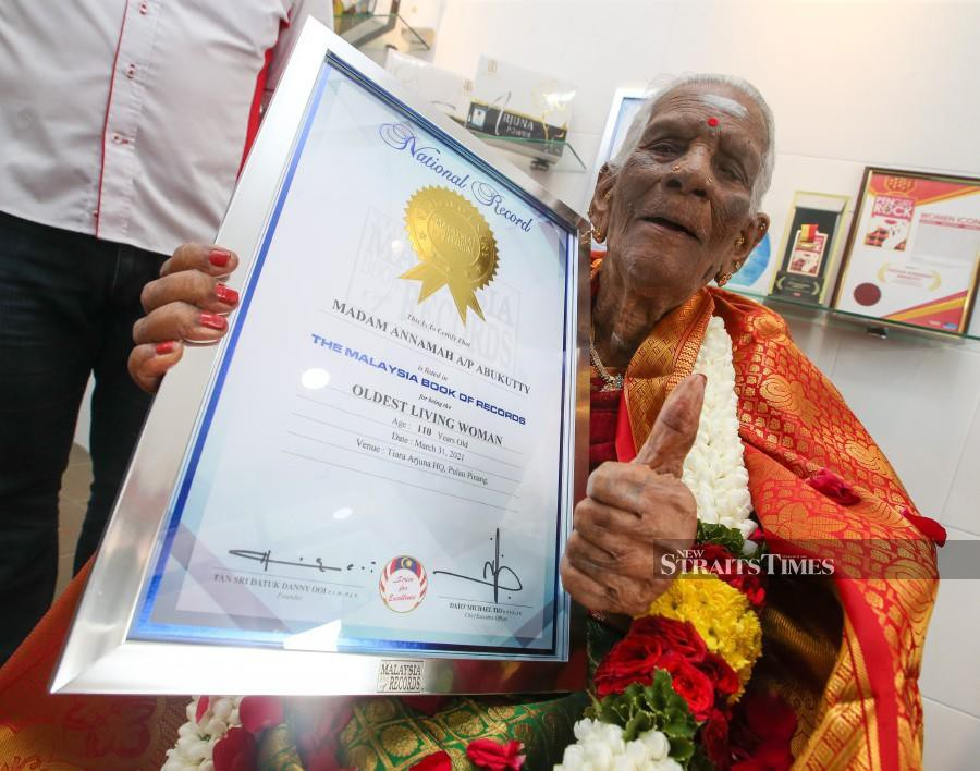 """A. Annamah holds a framed certificate from the Malaysia Book of Records (MBOR) after she was recognised as  the """"Oldest Living Woman"""", in Butterworth. - NSTP/DANIAL SAAD"""