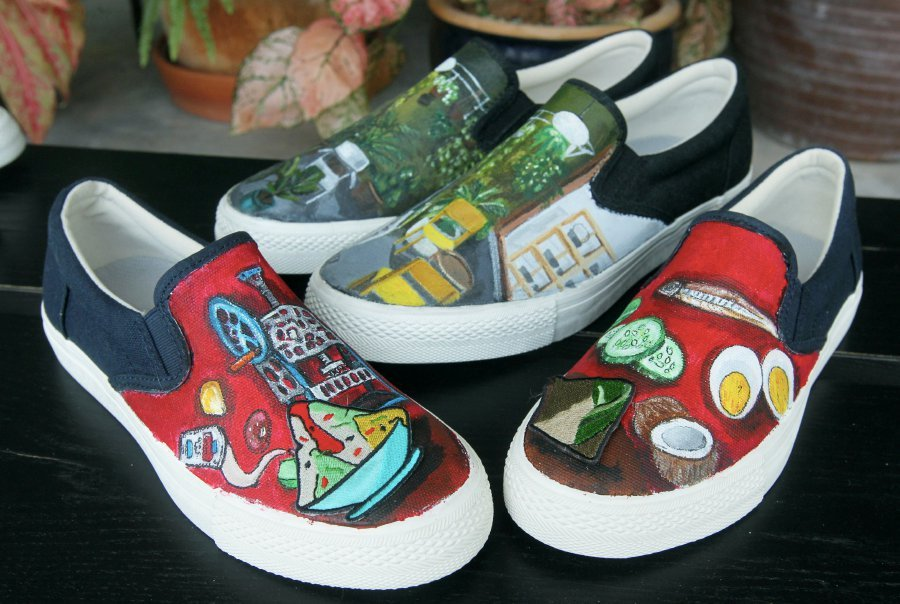 Art on shoes  Two friends turn canvas footwear into works of art ... 73ef7b5f8