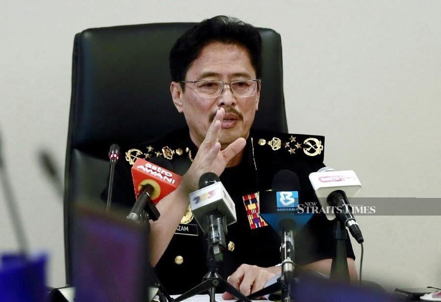 Malaysian Anti-Corruption Commission (MACC) chief commissioner Datuk Seri Azam Baki says it needed to have experts in the matter and to work with the Public Works Department (PWD). -NSTP/File pic