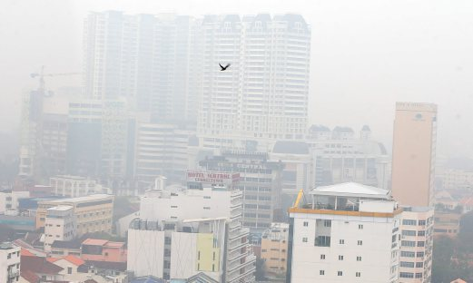 The visibility level at George Town drop as it records unhealthy API reading. Pix by Danial Saad.