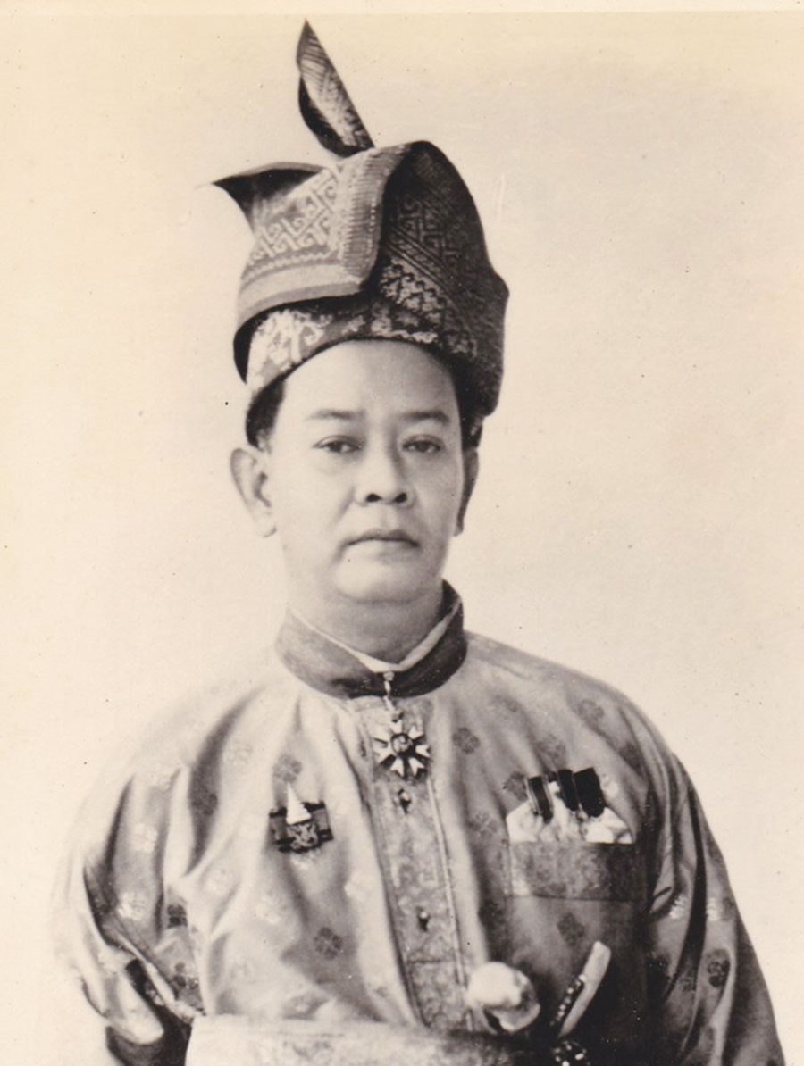 Intrigued By The Elegant Royal Headdress I Decide To Learn More About This Little Known Area Of Traditional Malay Culture