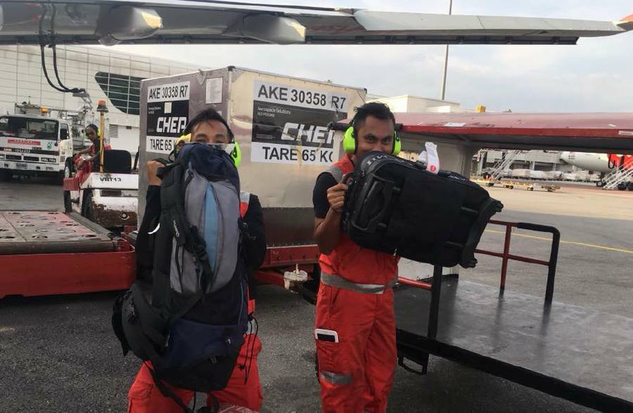 Following last week's fiasco, AirAsia's baggage handlers seem to have taken the advice to heart, as a series of photos has been posted on Facebook showing them LITERALLY smooching and hugging myriad check-in items. Pix from Mohd Amir Izzat's Facebook