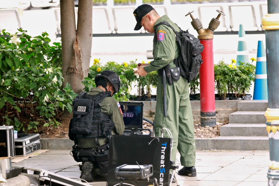 Police: 6 bombs exploded in Bangkok