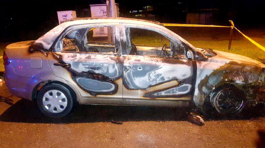 It is learnt that the car had been parked by the roadside near Restoran Sinar Mustika when it suddenly caught fire at 4.40am. Pic NSTP/ courtesy of Fire and Rescue Department