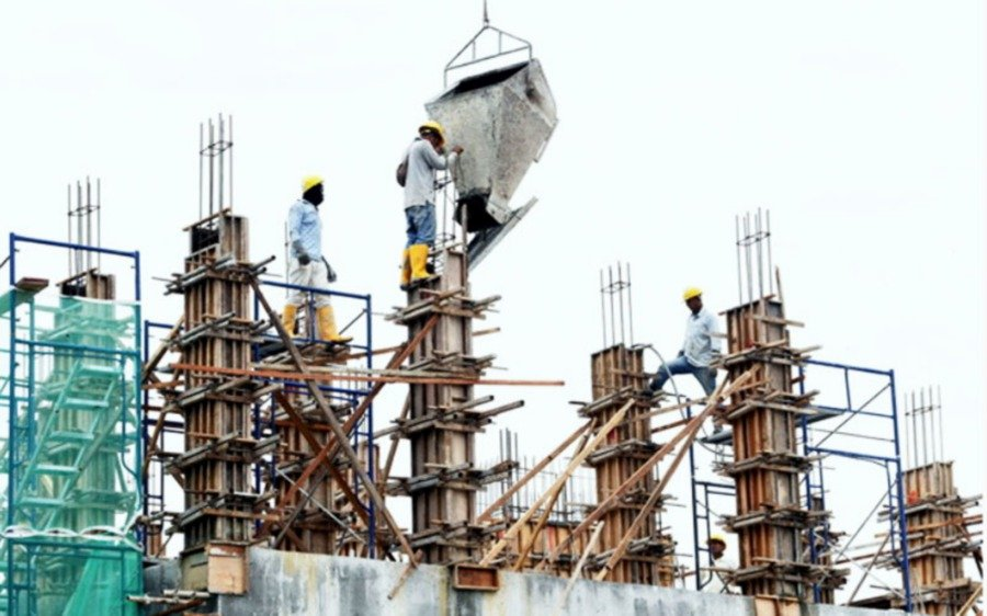 A new Covid-19 cluster involving migrant workers has been detected at a construction site. -NSTP File pic