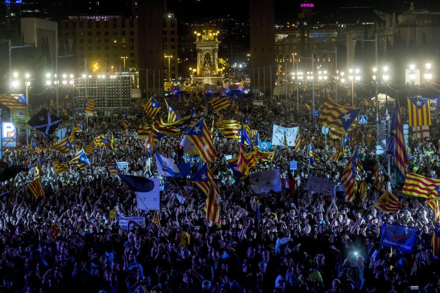 Catalonia independence vote IT systems 'shut down'