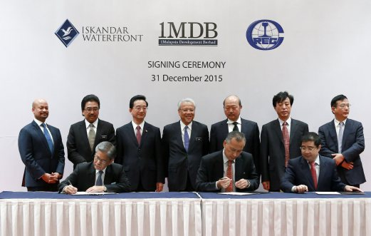 Second Finance Minister Datuk Seri Ahmad Husni Hanadzlah (standing fourth from left) with Deputy Finance Minister Datuk Johari Abdul Ghani (standing second from left) witnessing (seat from left) Board of Directors of 1MDB chairman Tan Sri Lodin Wok Kamaruddin, Iskandar Waterfront Holdings director Abdul Razak Yusoff and China Railway Engineering Corporation (M) Sdn Bhd managing director Cai Zemin signing the document during Bandar Malaysia Signing Ceremony at The Royale Chulan Hotel recently. Pix by Asyraf Hamzah