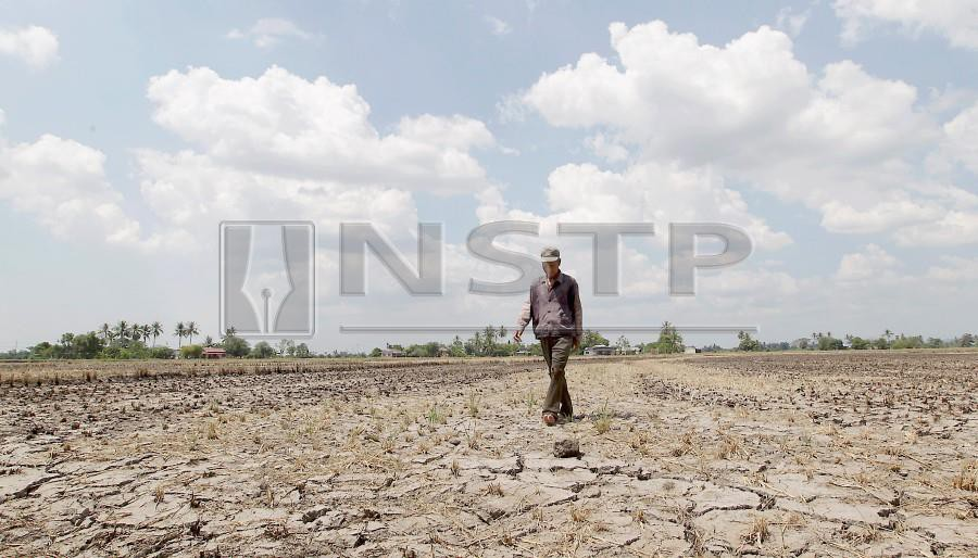(File pix) The debate on climate change in Malaysia is still somewhat muted, despite evidence of impacts such as more frequent floods. Sea levels and temperatures are rising, but most Malaysians don't link this to climate change, and few seem to know of the problem at all. NSTP/Sharul Hafiz Zam