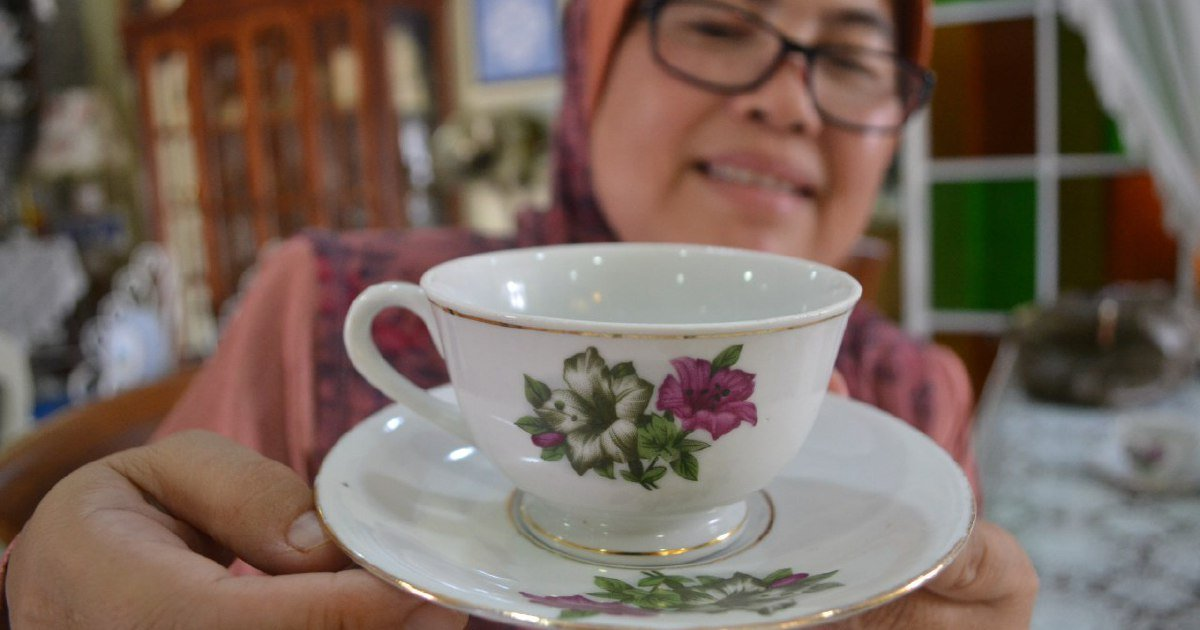 Pahang vintage crockery set collector spends thousands on hobby