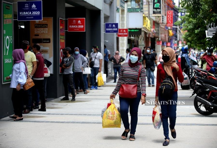 About 60 per cent of Malaysian workers would find it tough to survive beyond a week, and do not have the means to raise even RM1,000 for household expenses, if they were to lose their jobs abruptly due to the Covid-19 pandemic. - NSTP/EIZAIRI SHAMSUDIN