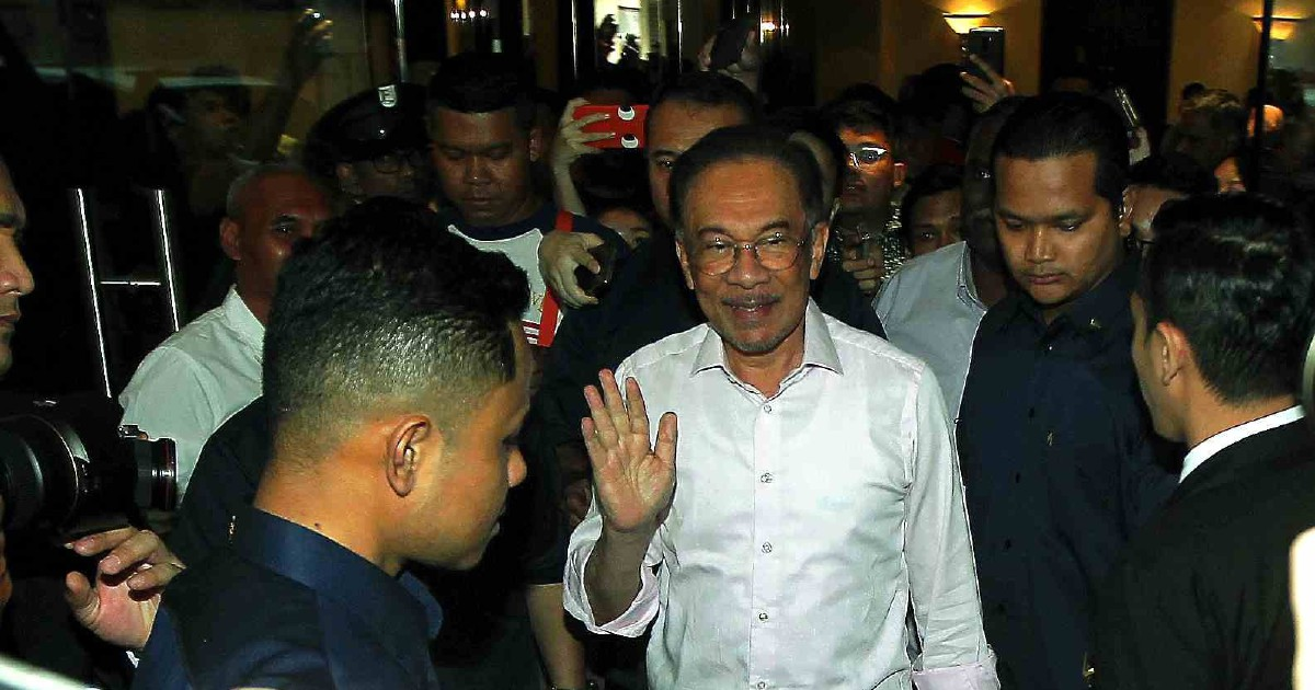 Anwar dismisses possibility of meeting Dr M on forming new govt