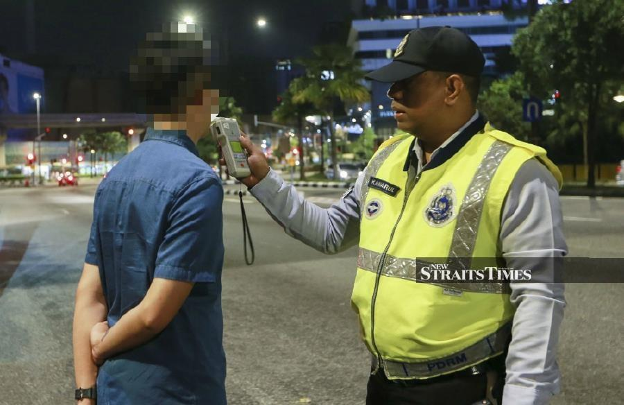 (For illustration purposes) The harsher punishments for drunk driving offenders, who caused death and injuries, is welcomed by many road users. - NST/file pic.