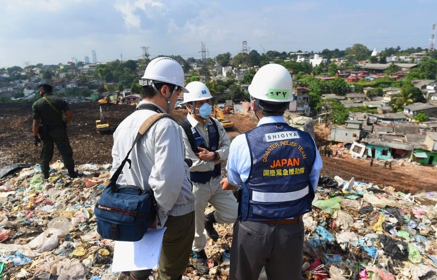 Sri Lanka bans anti-garbage protests after dump disaster