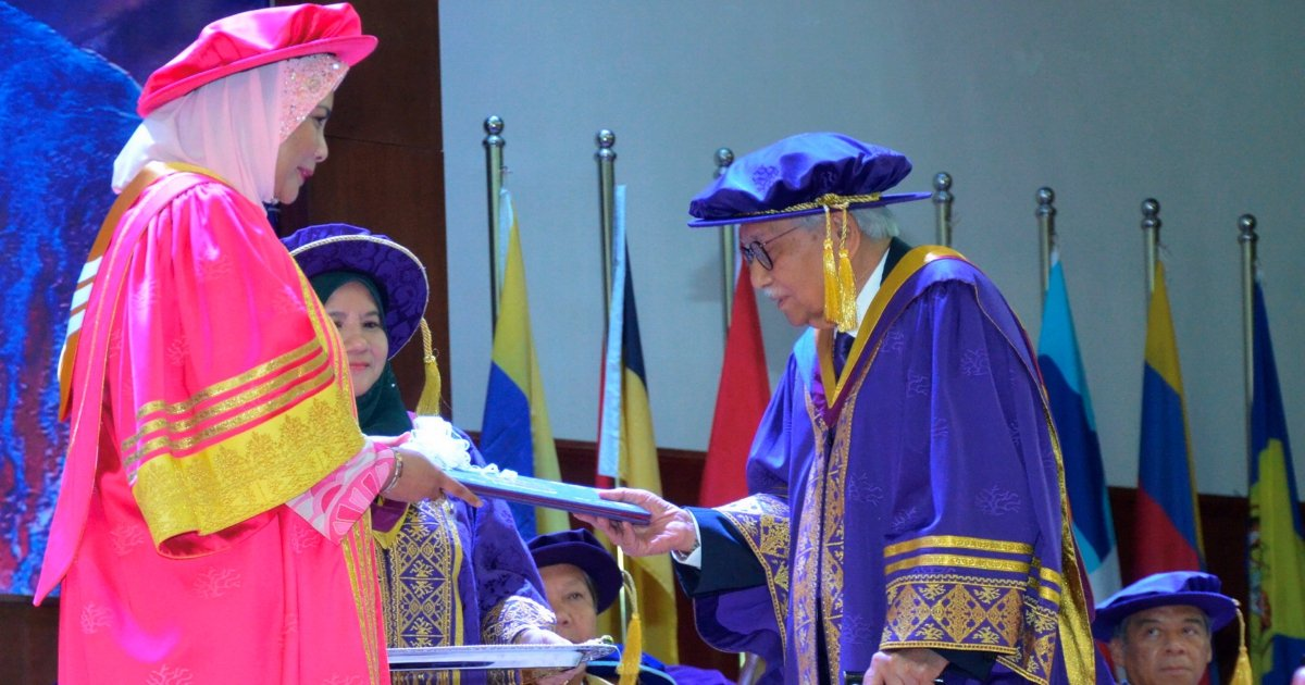 Daim: Graduates must have the courage to stand up and defend their views