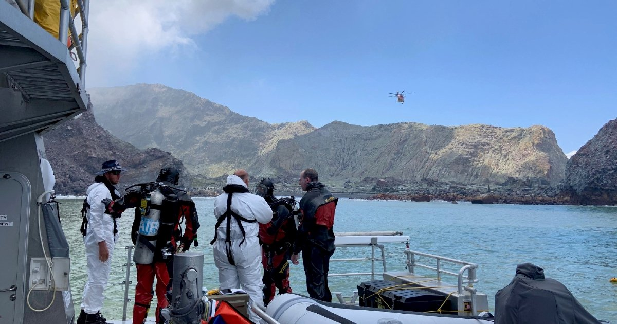 NZ volcano death toll rises to 15, as divers search for bodies