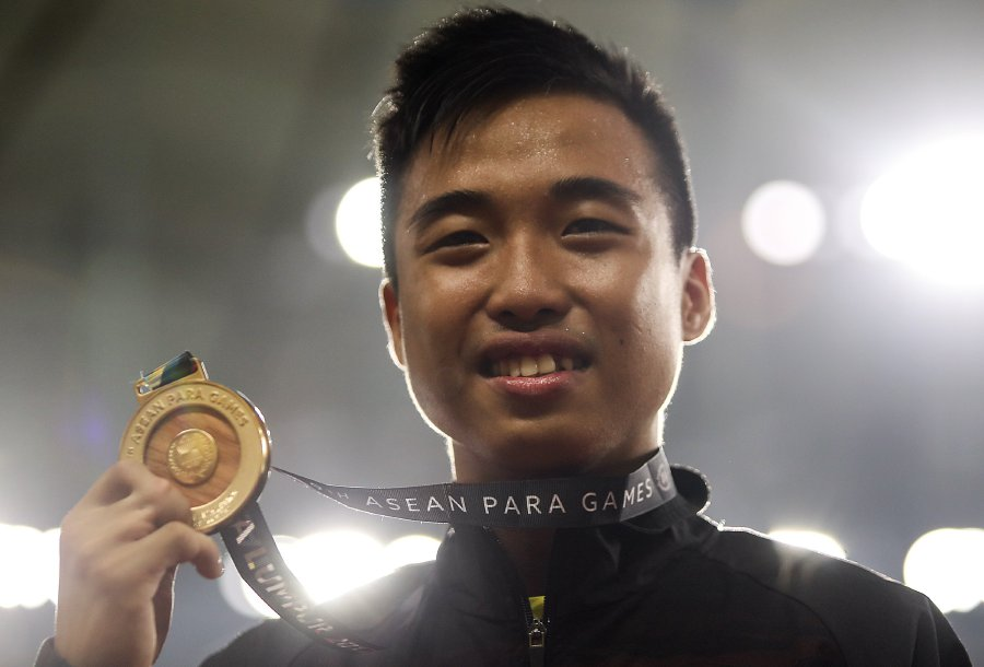 16 year old eddy bernard leaves older asean para games athletes in