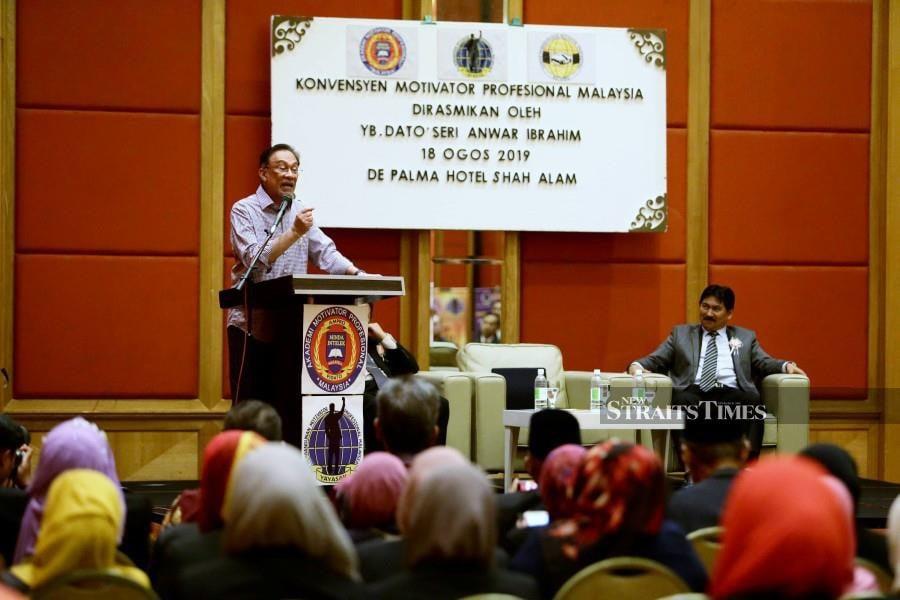 PKR president Datuk Seri Anwar Ibrahim delivers his speech during the Professional Motivators Convention in Shah Alam. -NSTP/Roslin Mat Tahir.