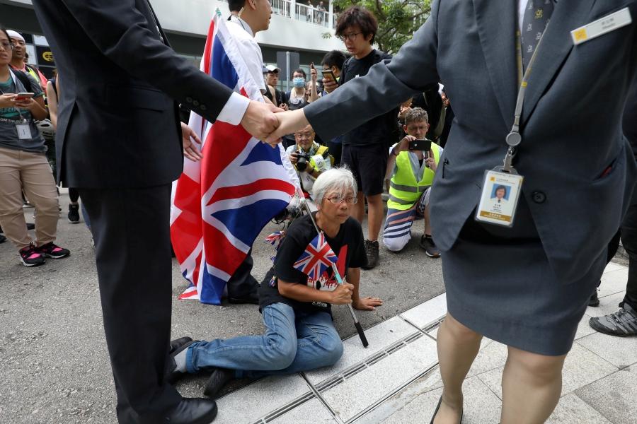Flag-waving Grandma Wong gives Hong Kong protesters lesson