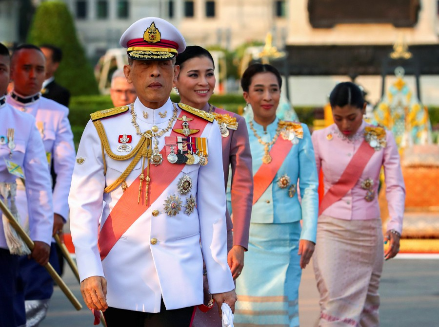 Thai King fires 4 more palace officials for evil conduct, adultery