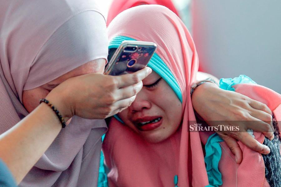 Family members and friends of victims cry after arriving at the Forensic Unit of Serdang Hospital. - NSTP/AIZUDDIN SAAD