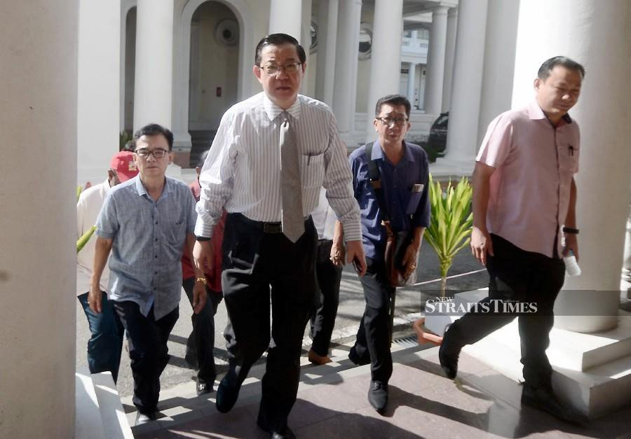 Former Penang Chief Minister and current Finance Minister Lim Guan Eng (2nd-left) arrives at the Penang High Court. -NSTP/SHAHNAZ FAZLIE SHAHRIZAL
