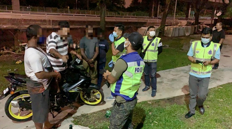 Policemen seen speaking to some of members of the public, who had gathered at a park in Petaling Jaya. - Pic courtesy of police.