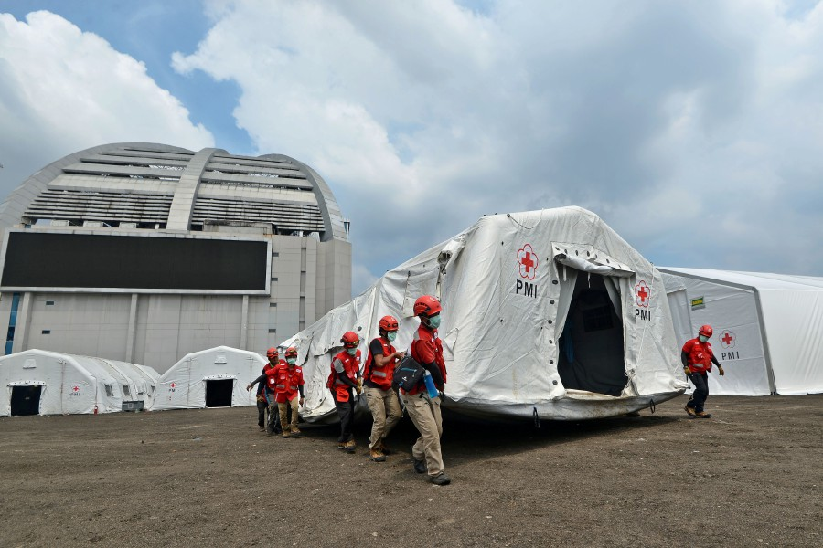 Indonesian Red Cross Society personnel carries a tent at an emergency warehouse, amid the coronavirus disease (COVID-19) outbreak in Jakarta, Indonesia. Antara Foto/Aditya Pradana Putra/ via REUTERS